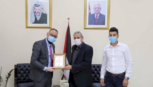 Vitas Palestine honors the Governor of Qalqilya  province